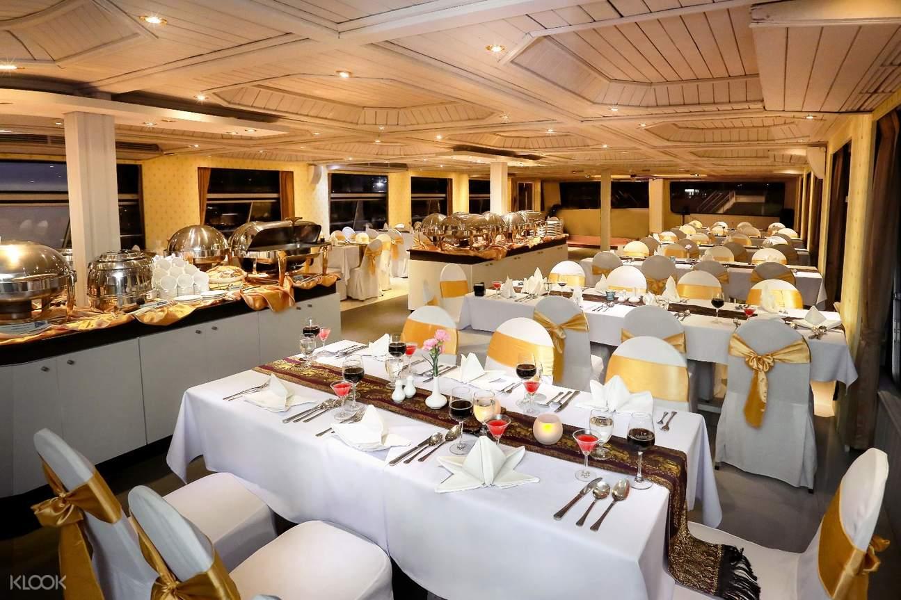 湄南之星公主號內的餐廳環境