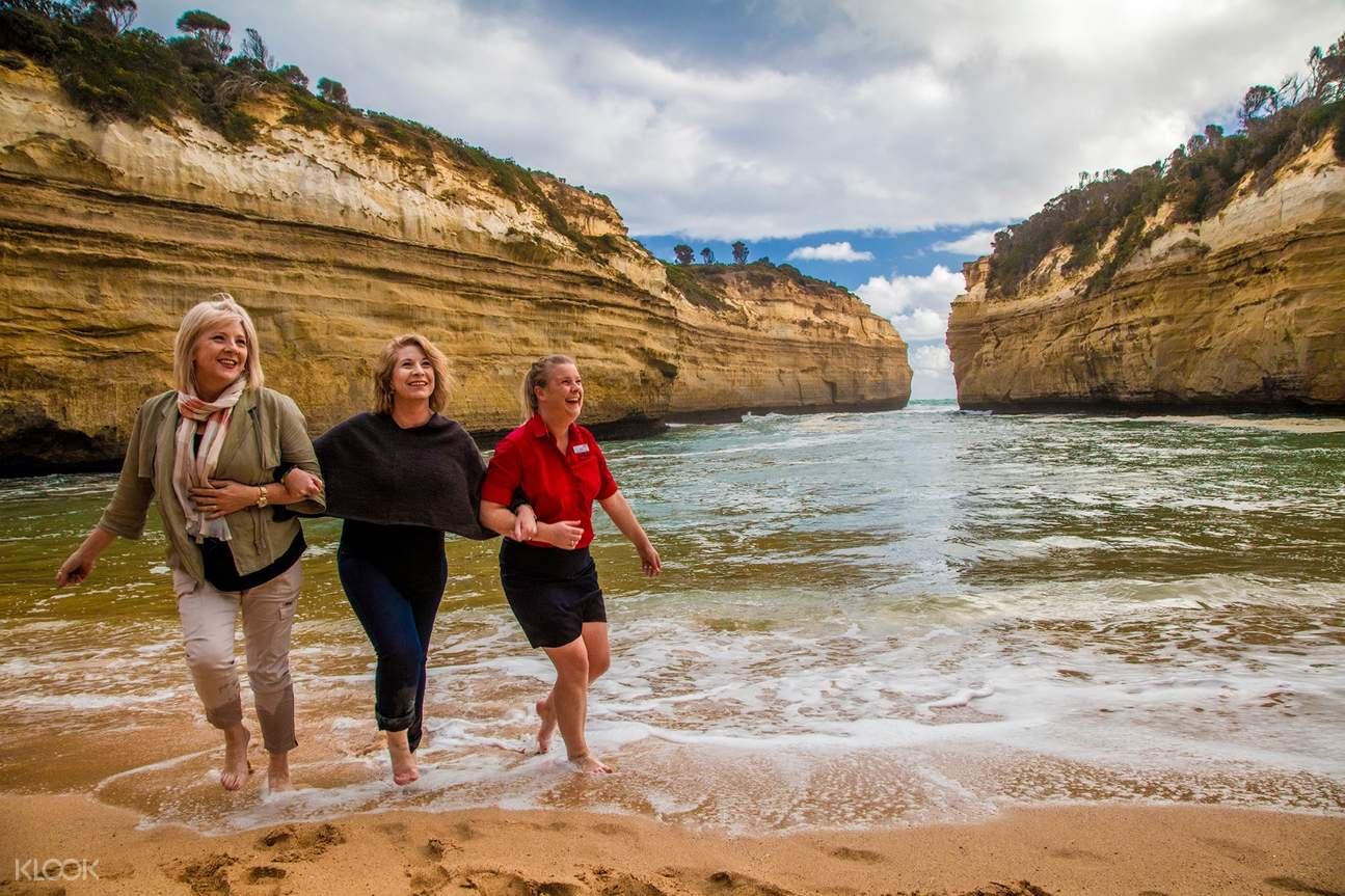 Friends at The Great Ocean Road
