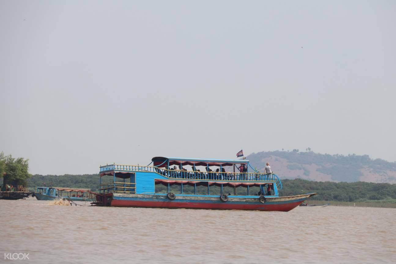 boat in siem reap