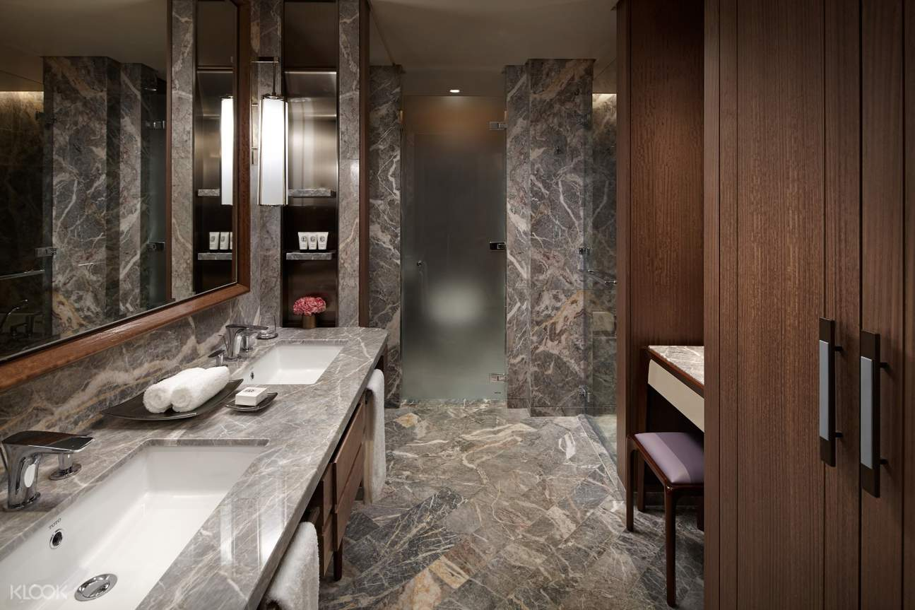 Luxirous bathroom gives you elegant experiences with Diptyque amenity set