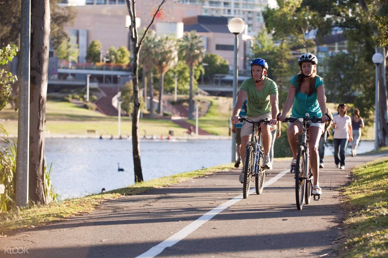 couple biking in adeliade