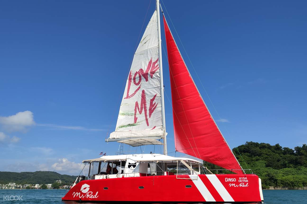 Sailing on Ms.Red with your family and friends