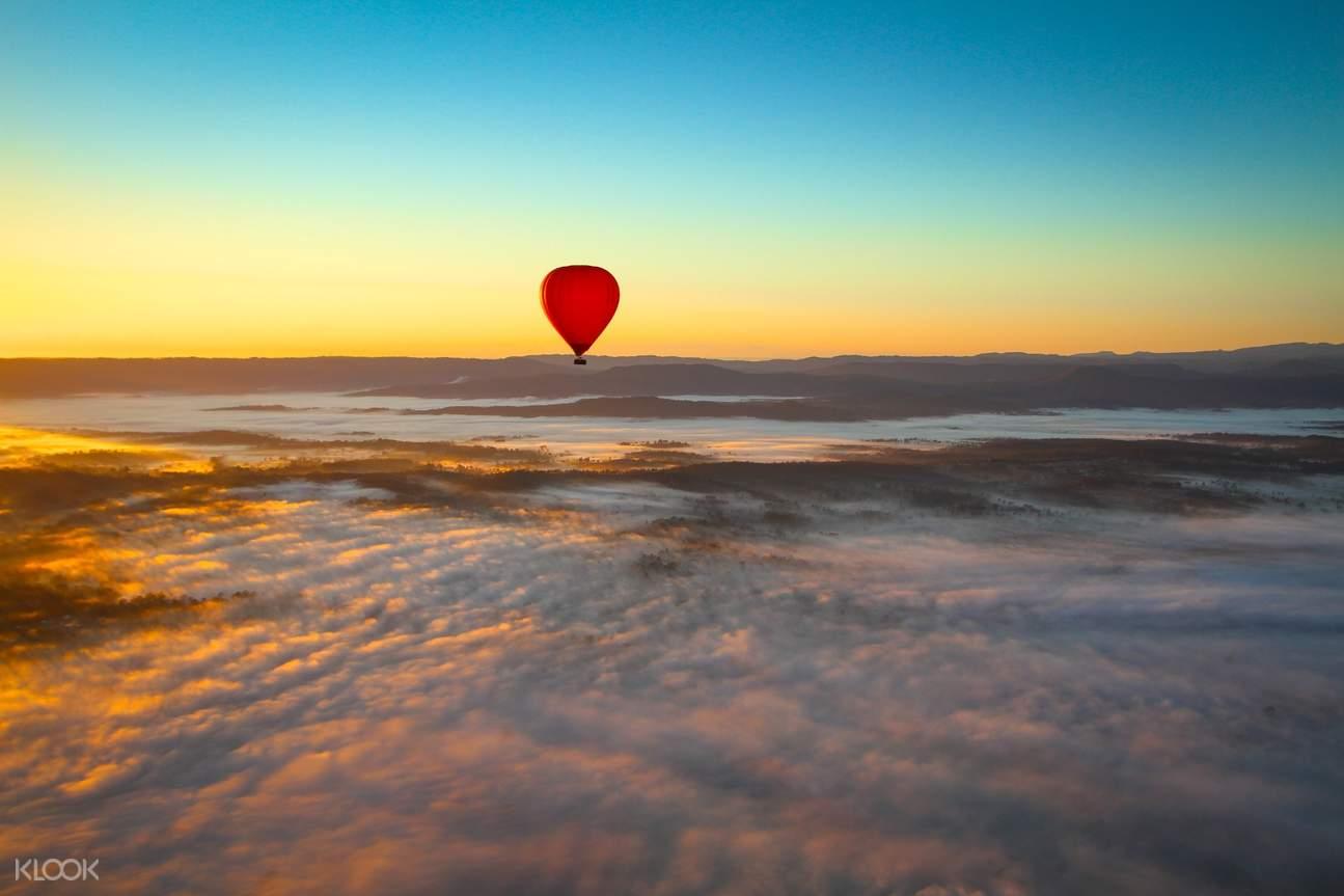 lifting hot air balloon in australia