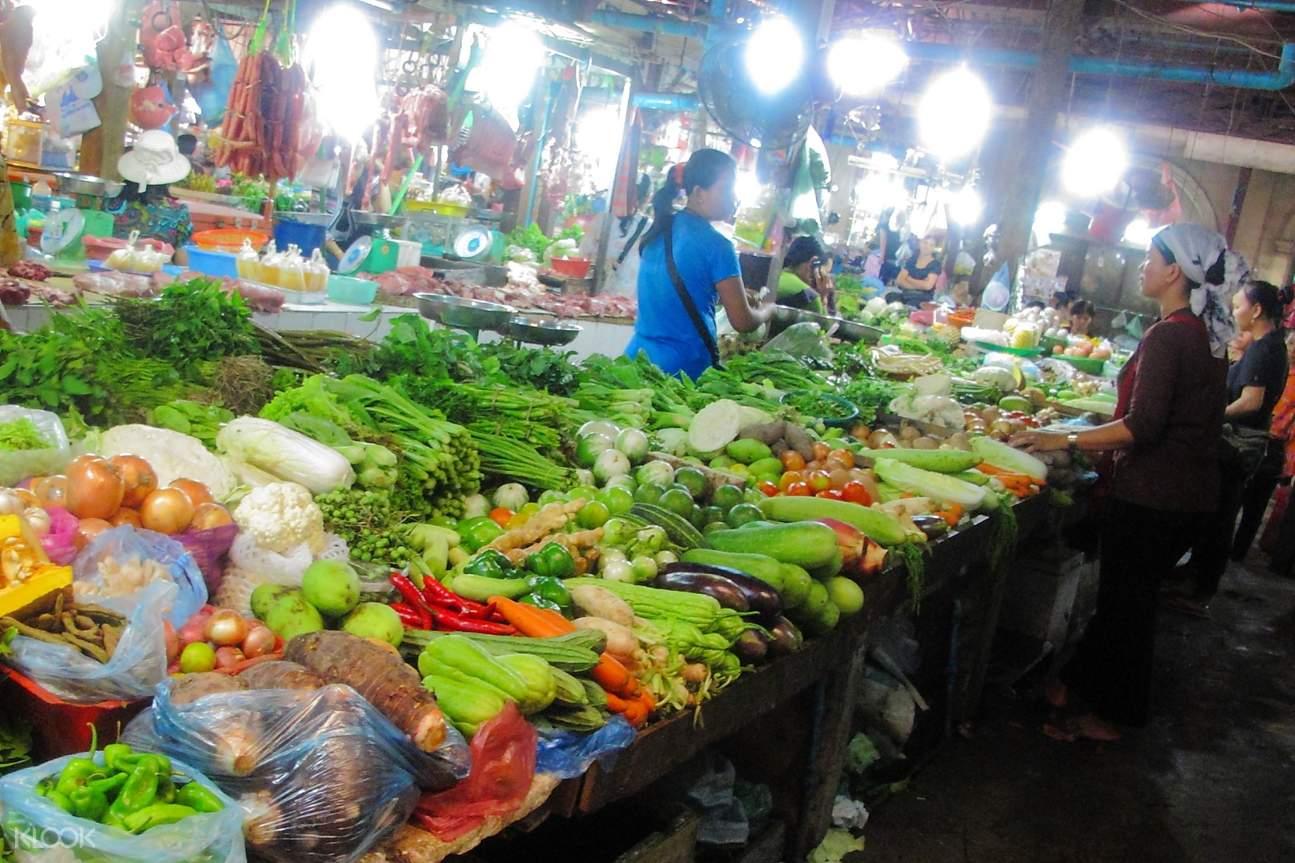 local market in siem reap