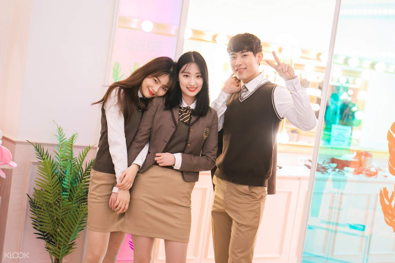 group of friends wearing korean school uniform from ehwa gyobok