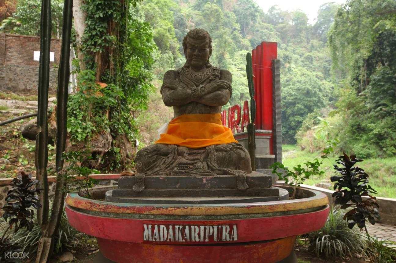 statue in madakaripura