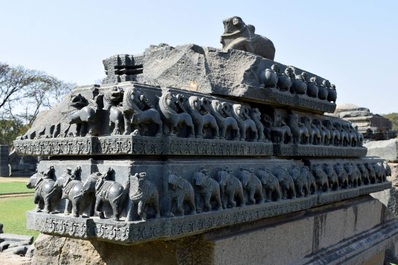 Hanamkonda was the first capital of Kakatiyas. Which was later, shifted to Warangal where lies the Warangal Fort.