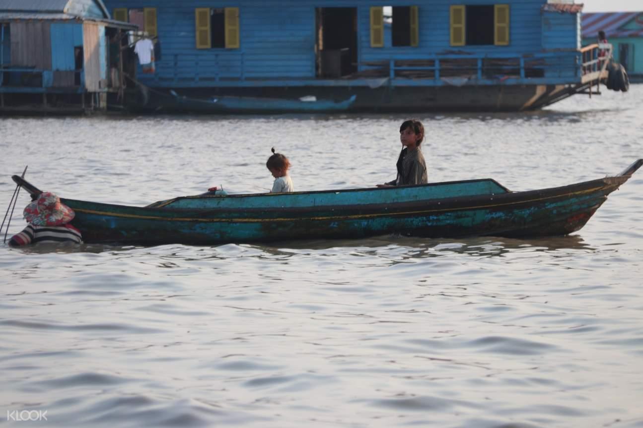 people fishing in siem reap