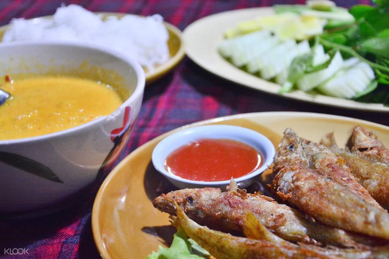 Fried Fish with Turmeric (Pla Sai Tod Kaminh)