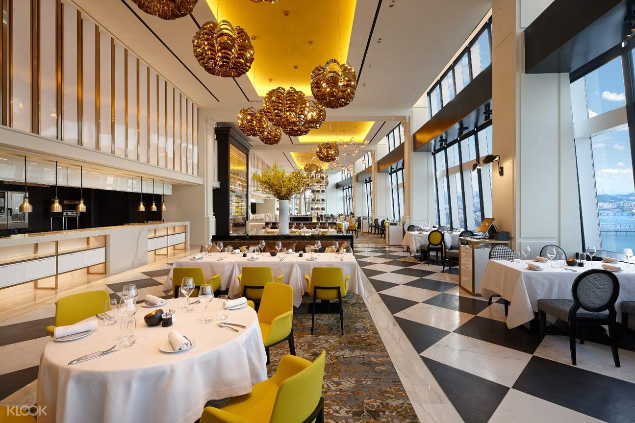 Don't miss out on the uncommon gustatory experience at a Michelin 1 star restaurant STAY