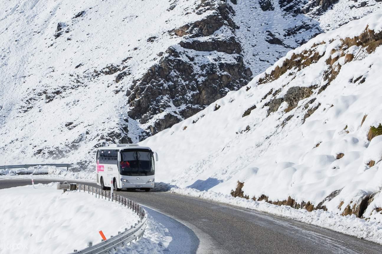 Return coach to Coronet Peak Ski Resort bringing rental equipment and clothes