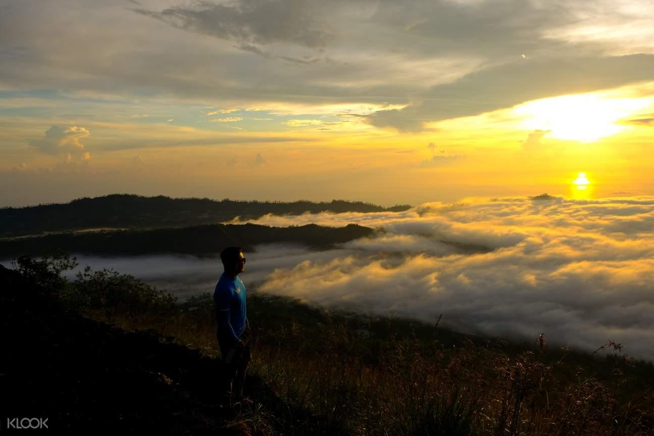 巴杜爾火山日出景色
