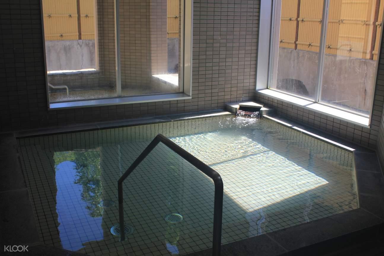 indoor pool in yunomoto onsen