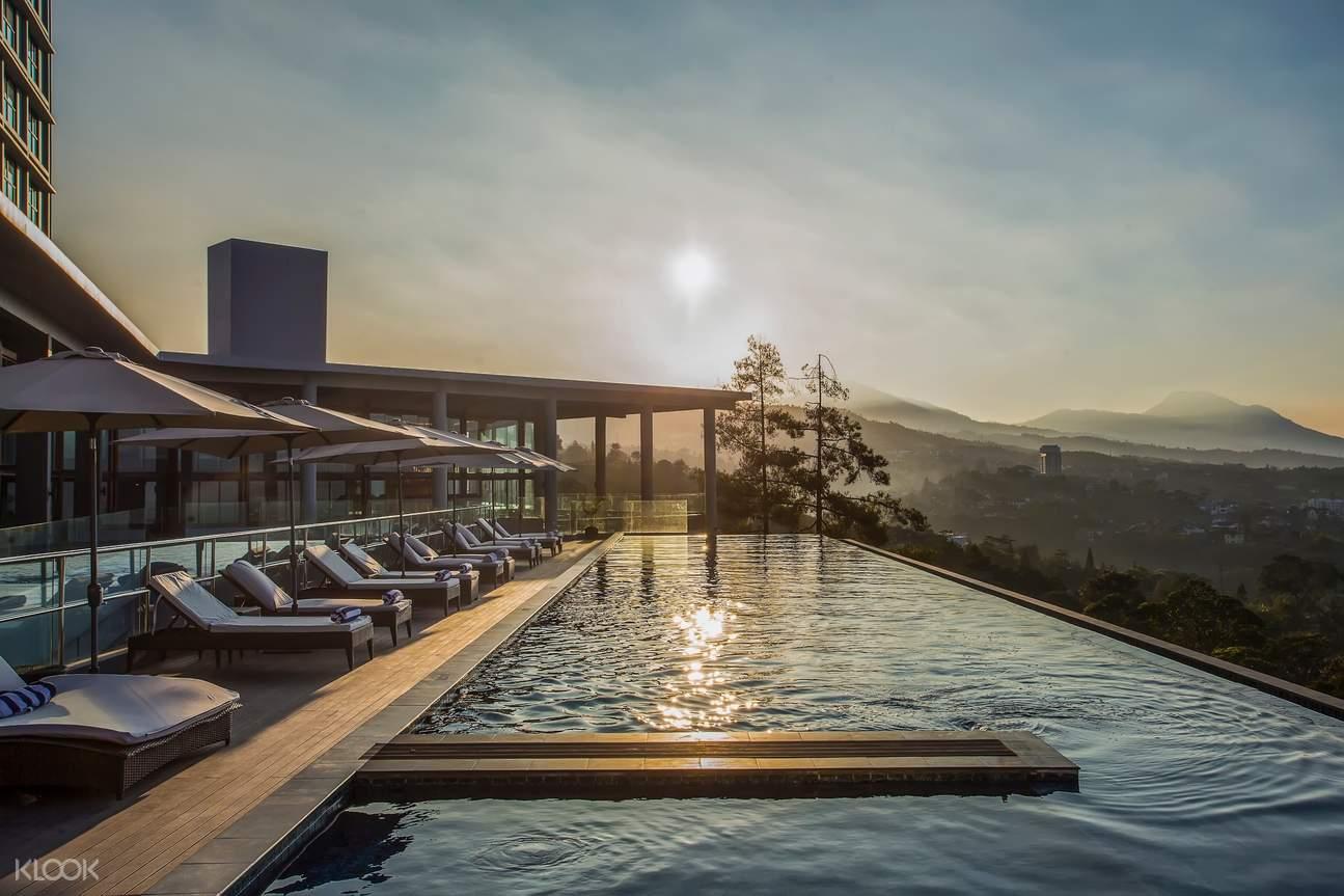 Pool access at Swiss-Belresort Dago Heritage