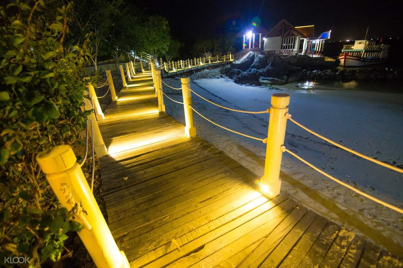 Enjoy the night on the island