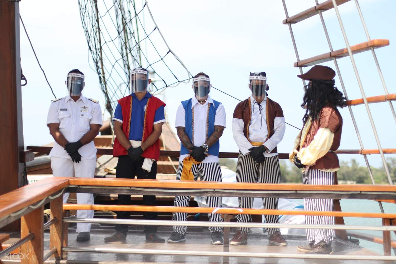 participants in a game hosted during the cruise