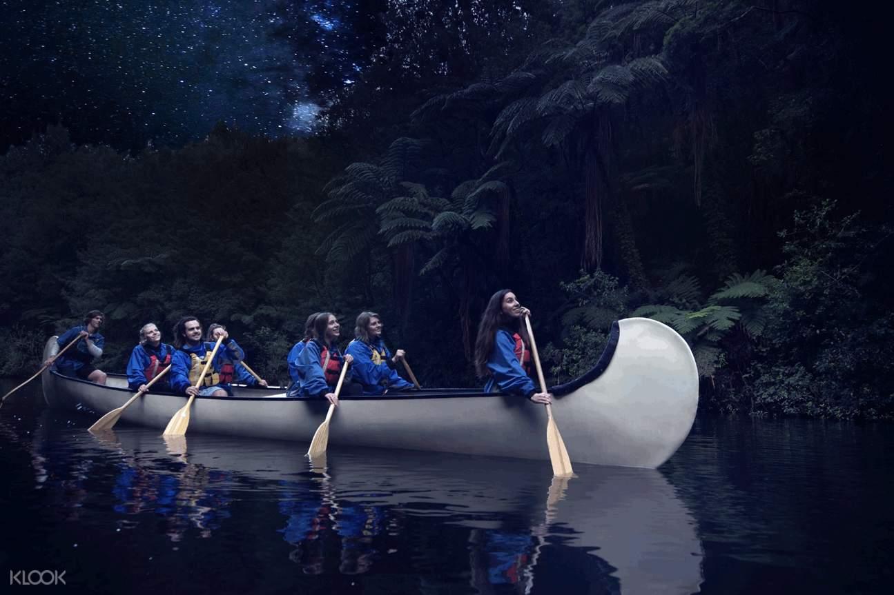 evening tour group canoeing in rotorua