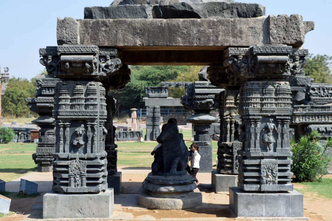 Known to be one of the architectural masterpieces of the Kakatiya Dynasty, the Warangal Fort comprises 45 pillars/towers