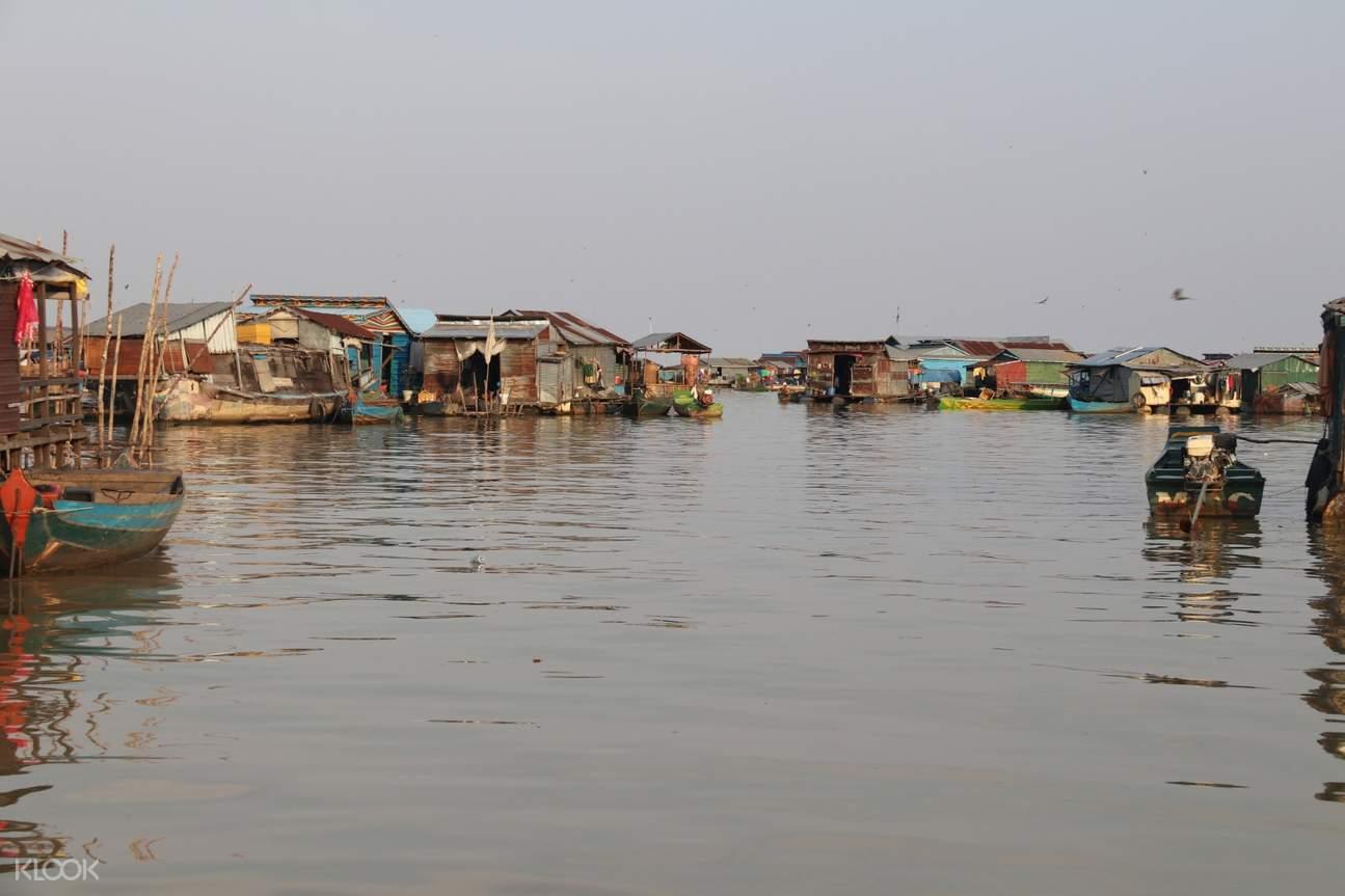 floating village in tonle sap lake