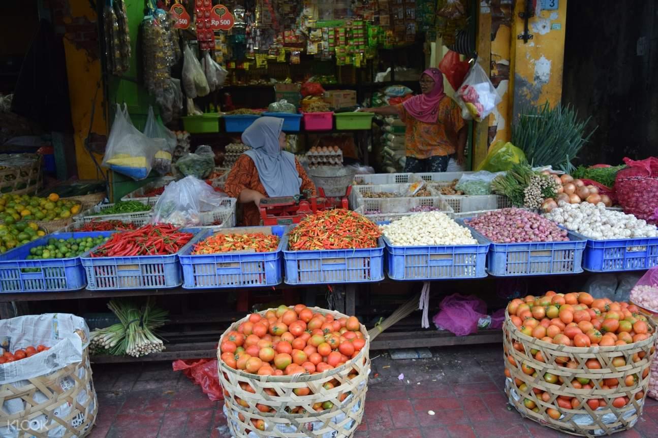 vendors at lombok market