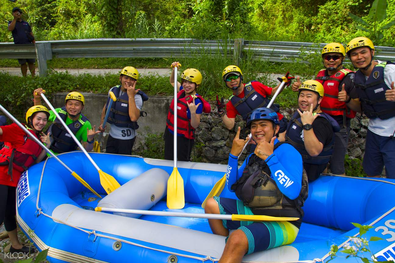 group of people who enjoyed a rafting activity