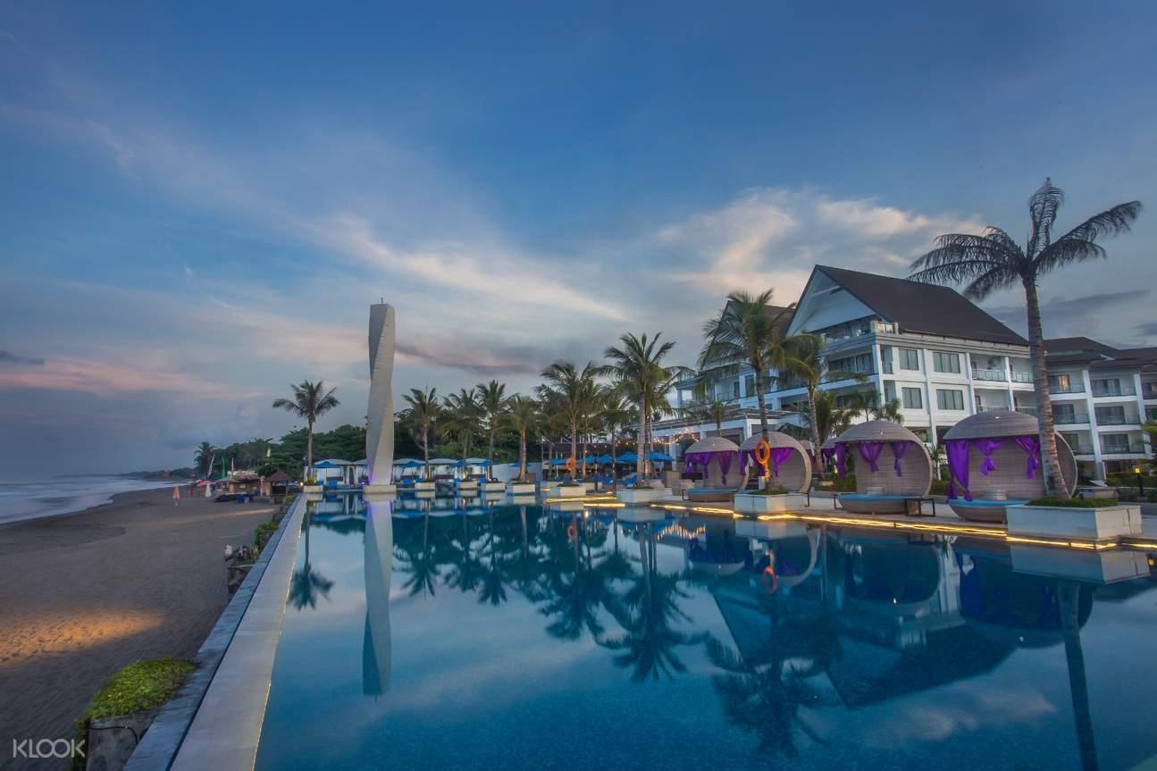 infinity pool of vue beach club