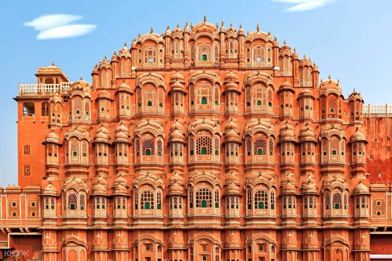 view Hawa Mahal in Jaipur