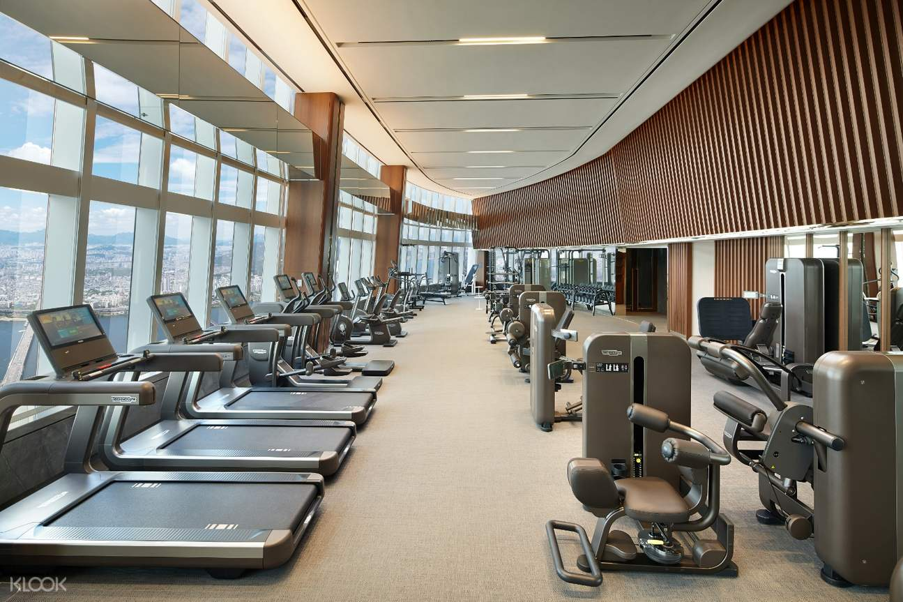 Equipped with 60 state-of-the-art Fitness Center equipment, SIGNIEL SEOUL Fitness Center adds more pleasure to training