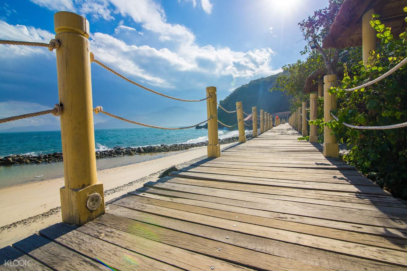 Explore Yen Dong Tam Island, a paradise with a long sand