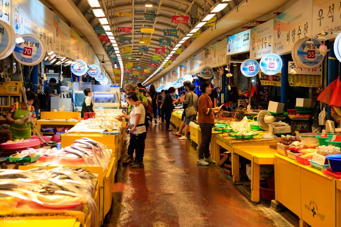 seafood stalls in dongmun market place
