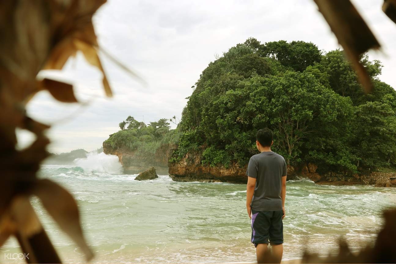 beach landscapes in malang