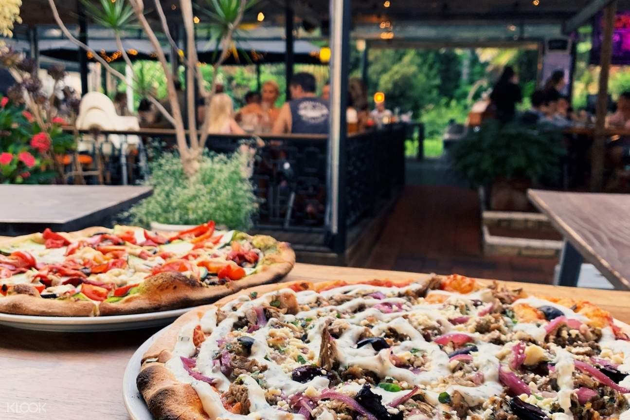 pizza and outdoor dining area at Wanneroo Botanic Gardens