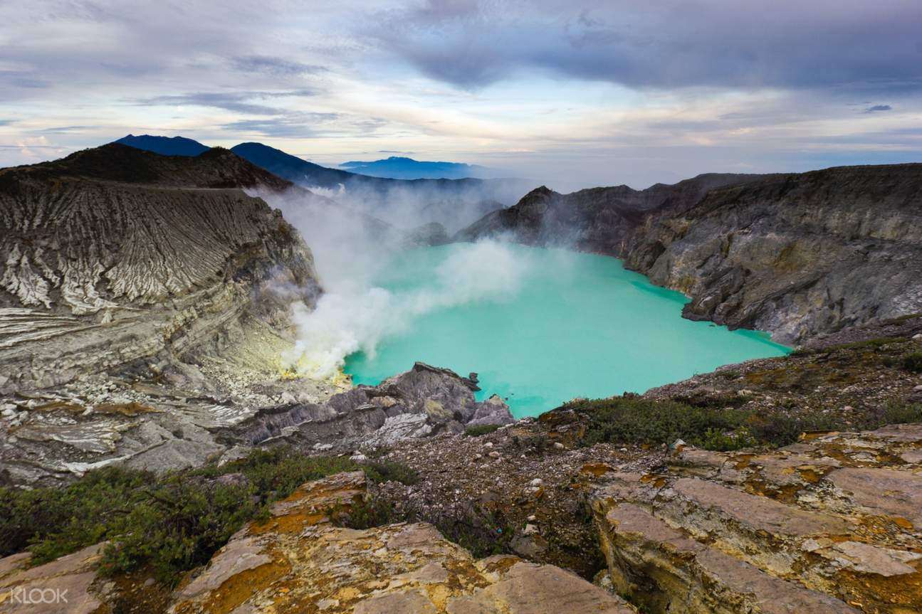 overview of ijen crater in the morning