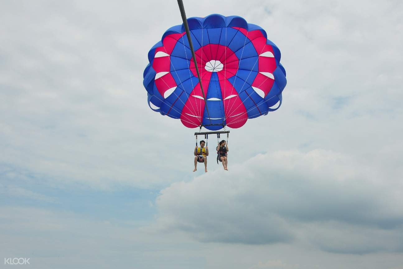parasailing in nusa dua bali