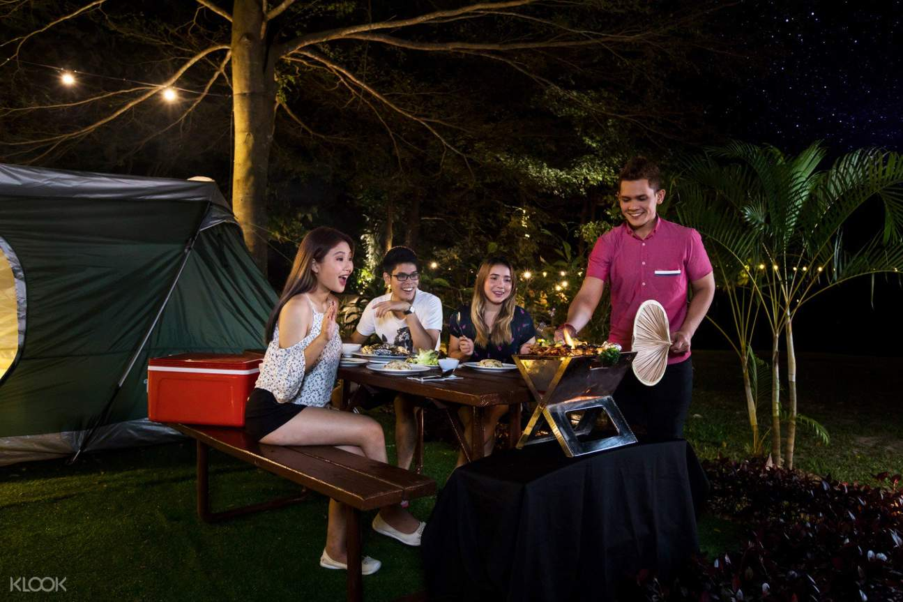 bbq dinner for the entire family during the glamping experience