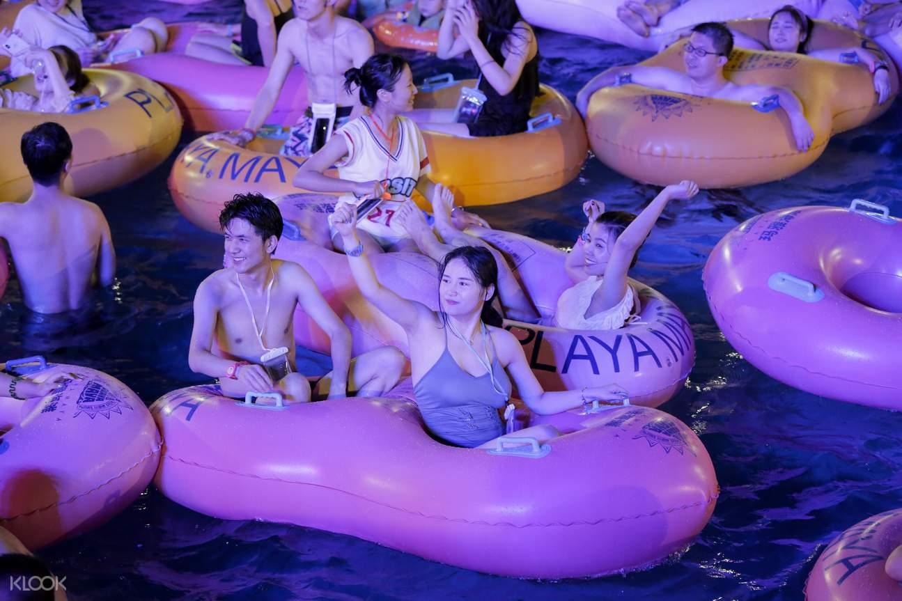 沉浸电音泼水湿身rave,中外演员激情献艺狂欢;盛夏激爽必去地,战胜高温全靠浪