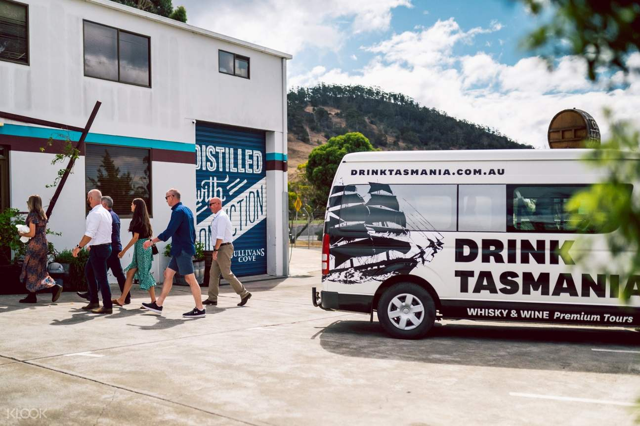 drink tasmania bus on whisky tour