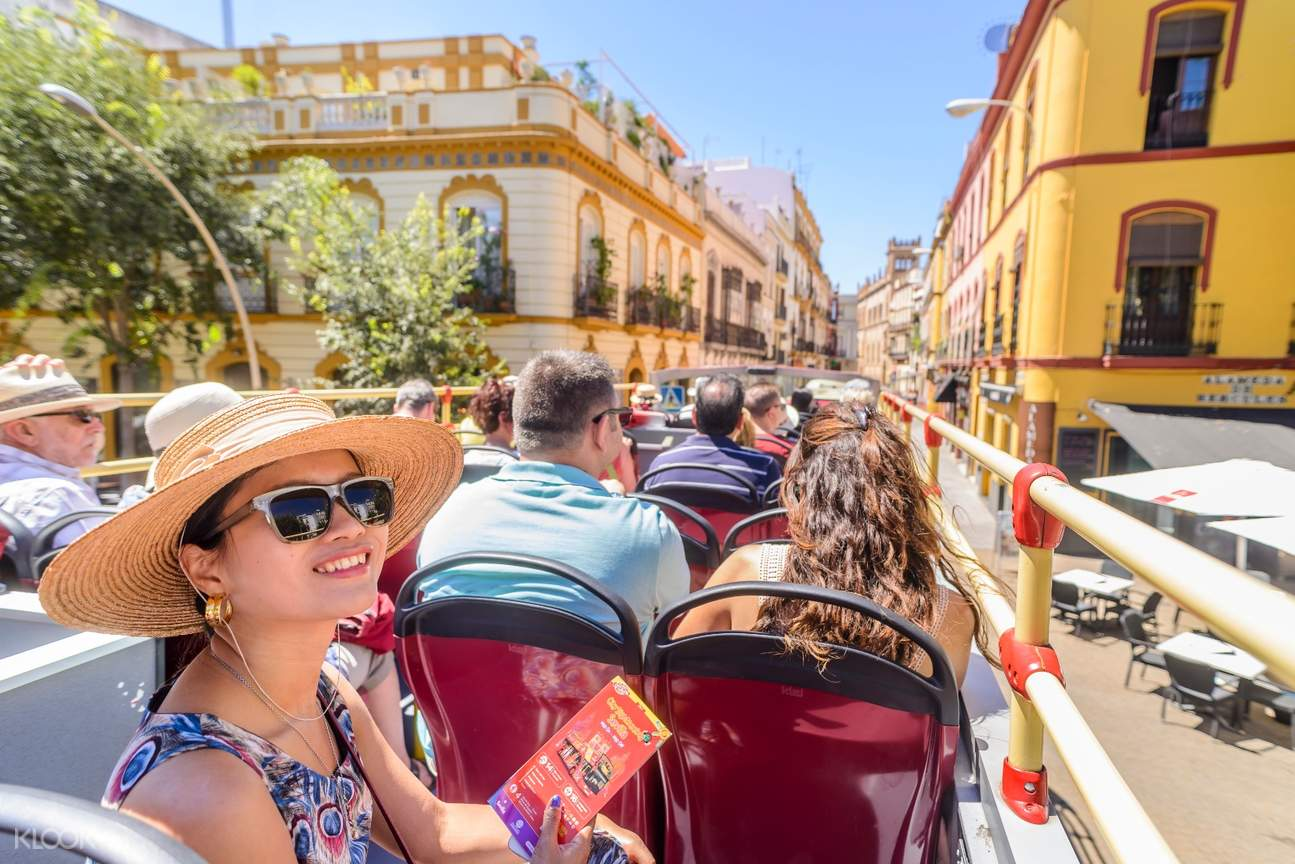 seville hop on hop off bus sightseeing tour plaza de españa