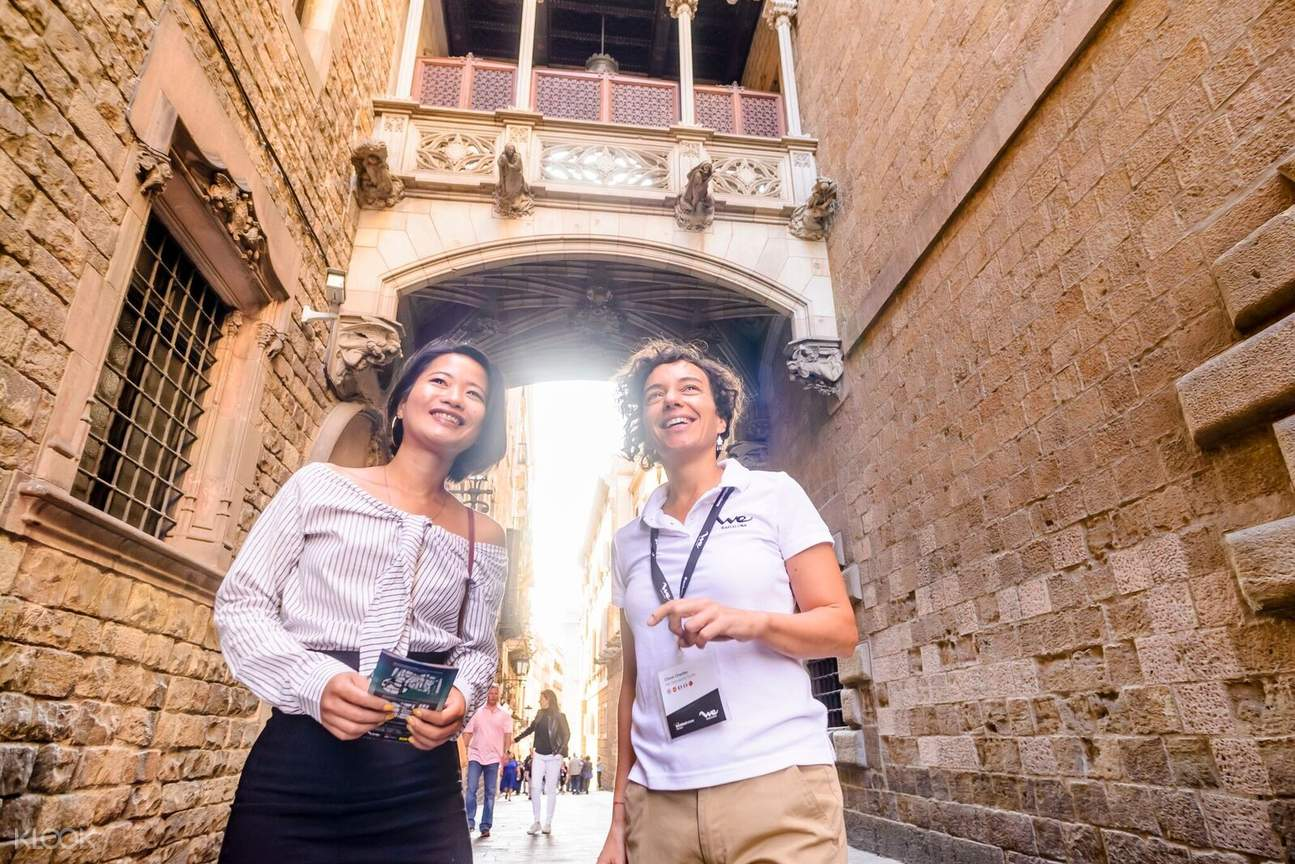 Guided Half Day 360º Barcelona Skywalk Tour : Land, Sea and Air