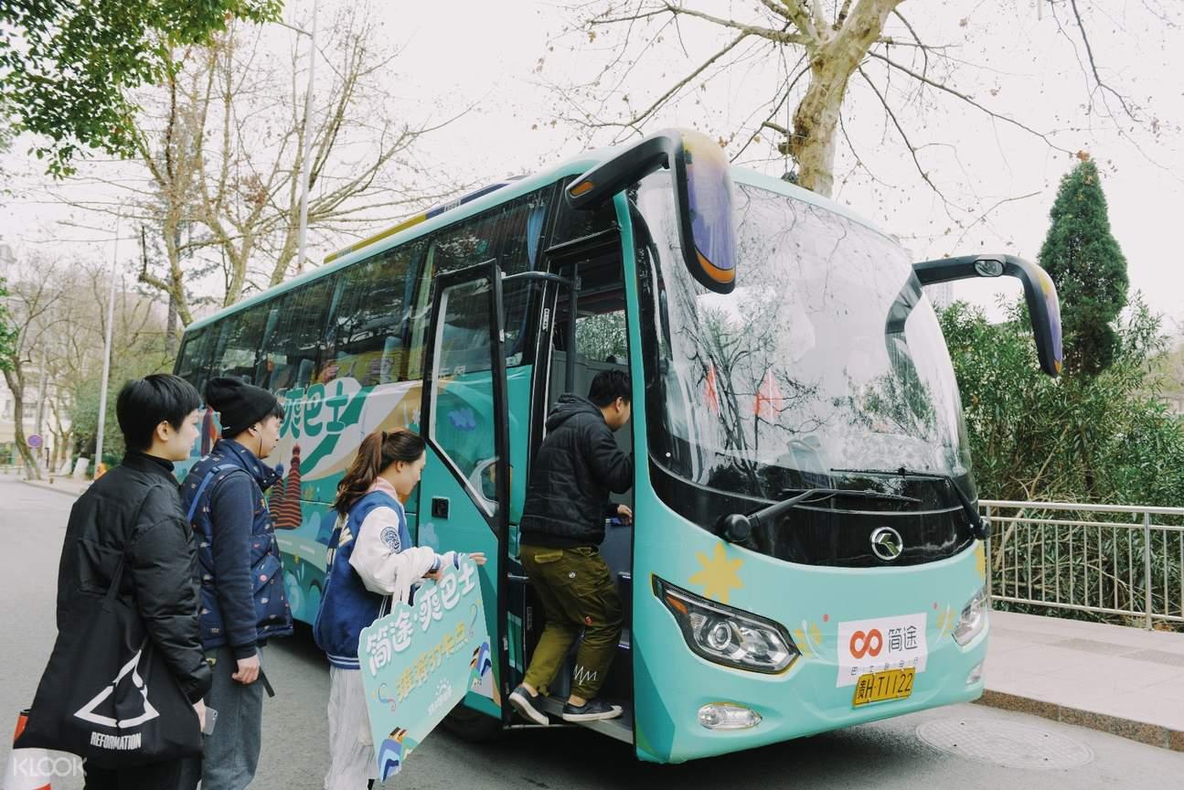 贵阳市区及贵州黄果树瀑布交通接送巴士外观