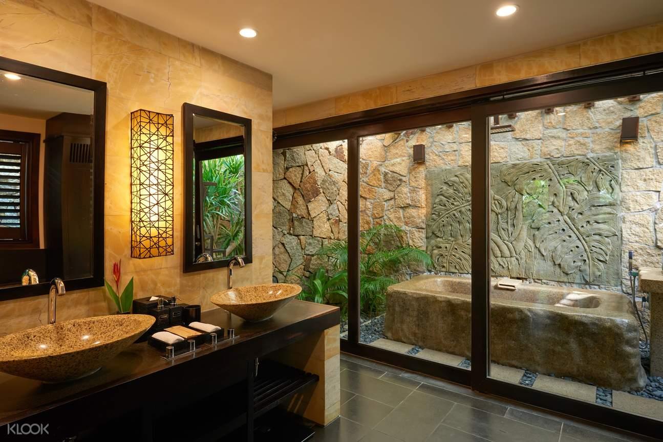 phòng tắm tại amiana resort nha trang