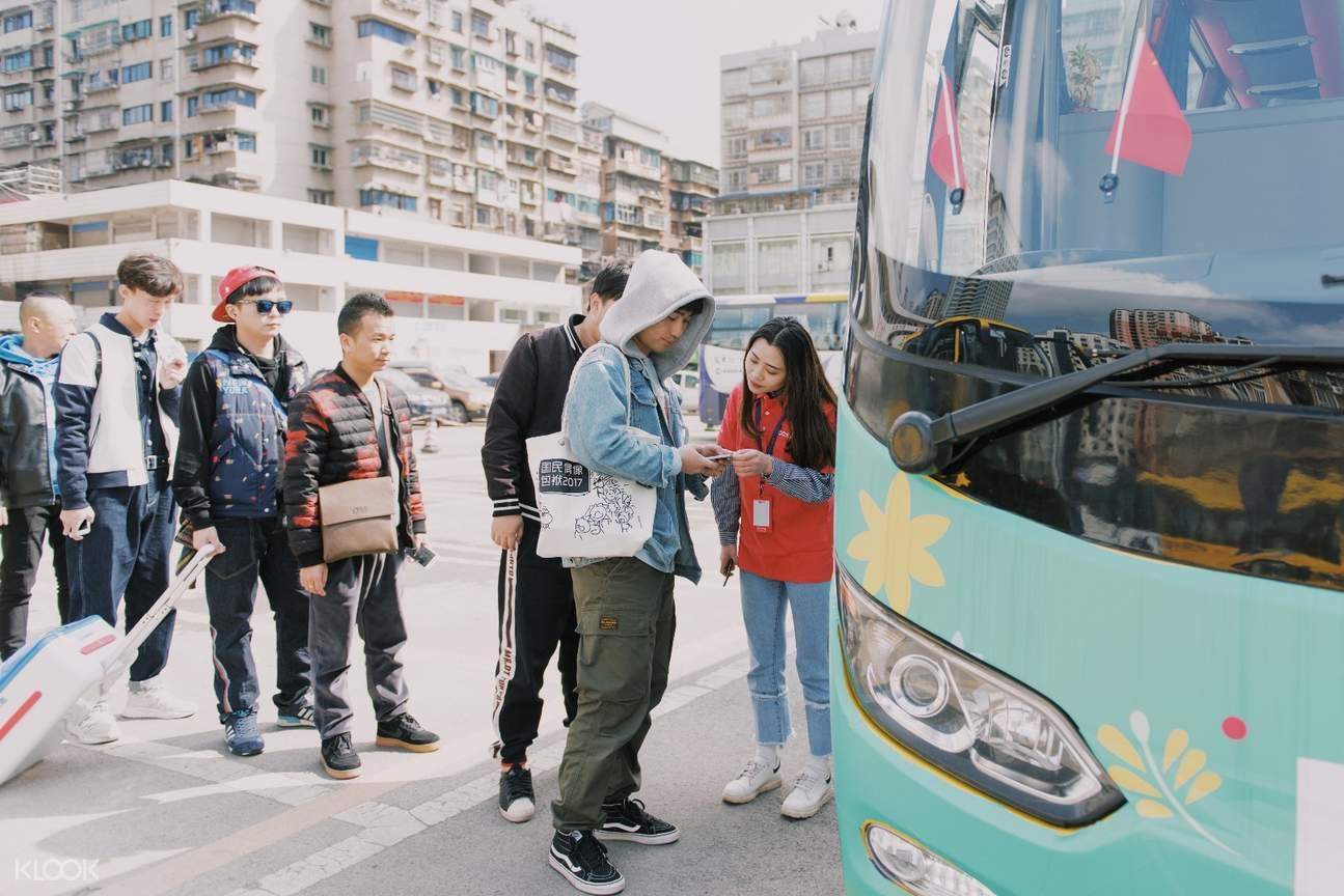 One Way Shared Transfers between Chongqiang and Jinfo Mountain shuttle bus