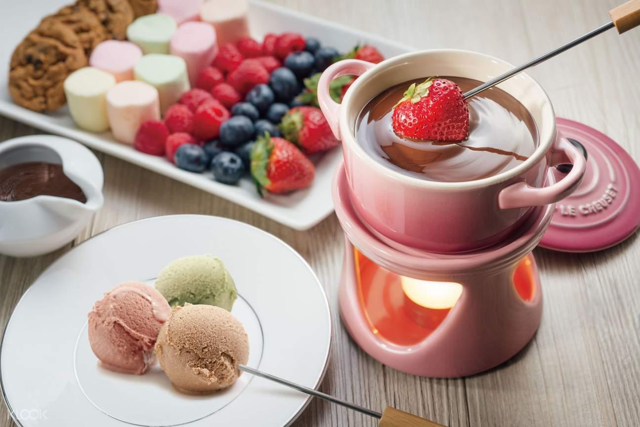 夏日美食歡樂時光:享用無限冰淇淋及巧克力噴泉