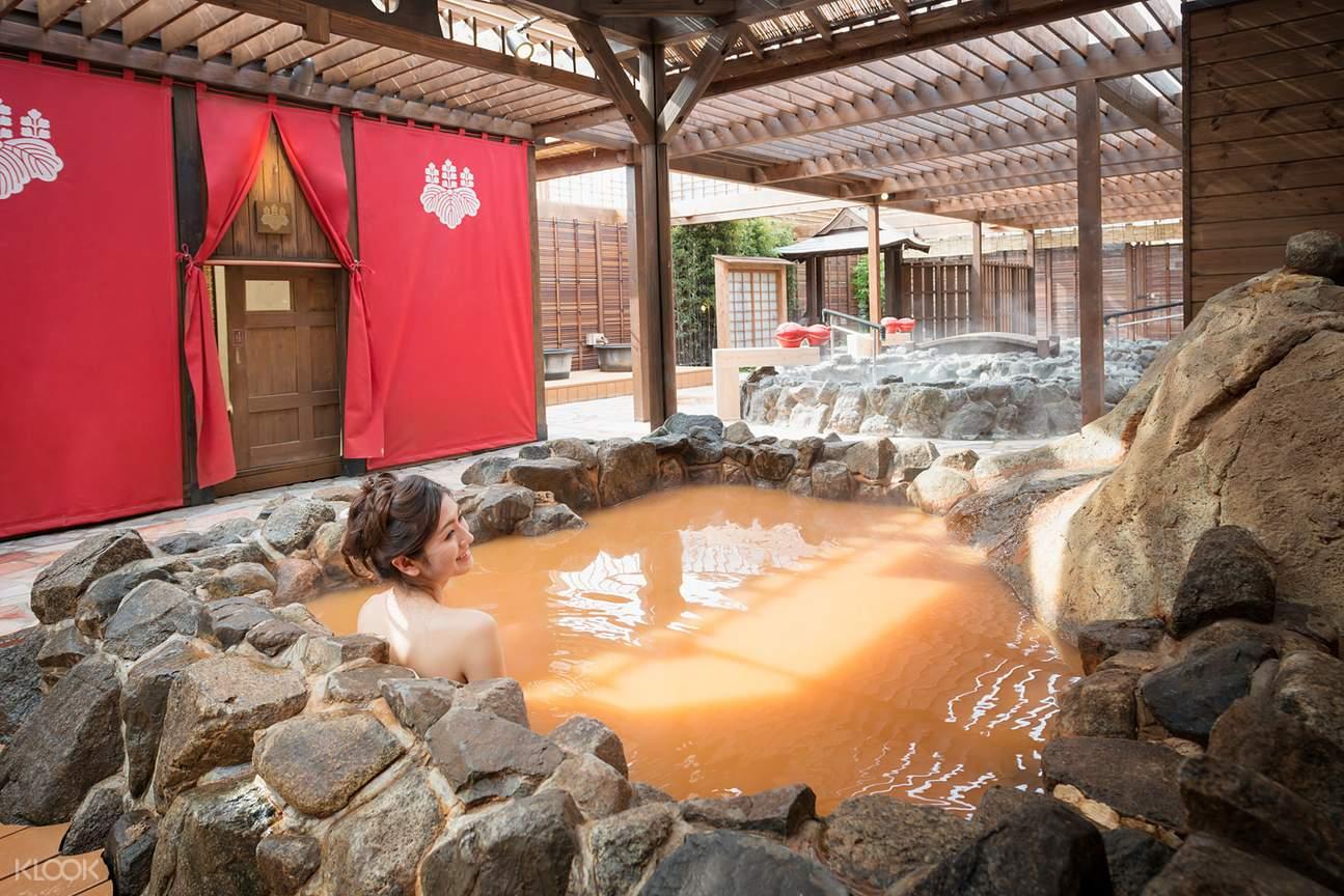 girl in hot spring at arima onsen taiko-no-yu