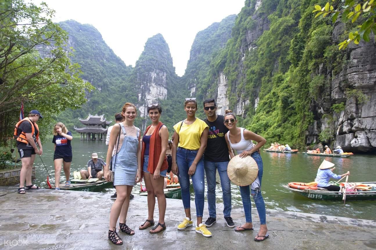 happy tourists in vietnam