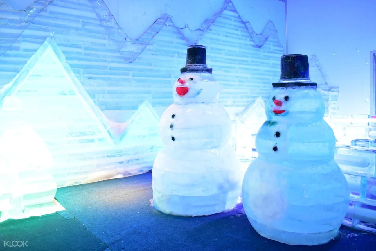 2 snowman sculptures