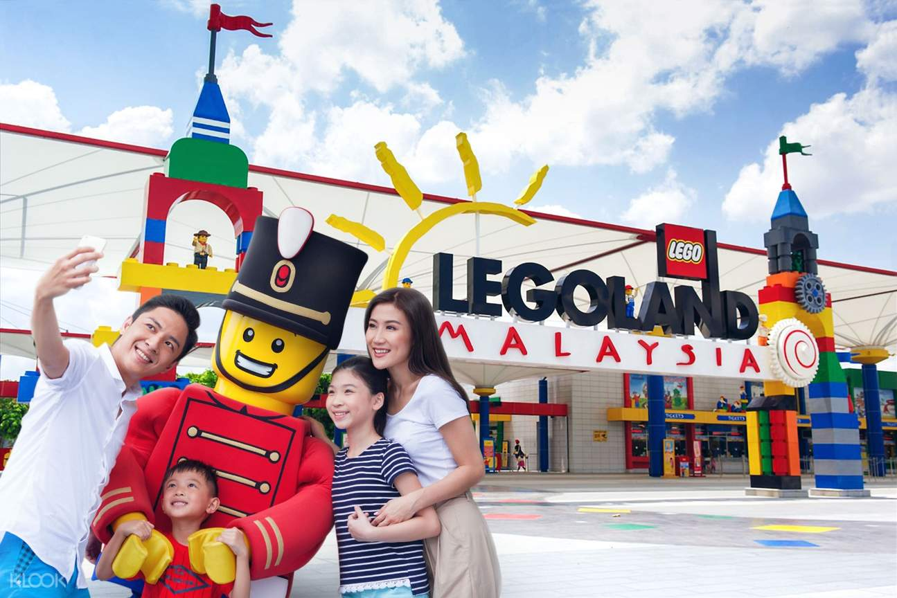 Selfie in front Legoland entrance