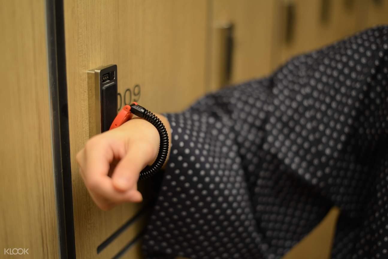 let's relax locker