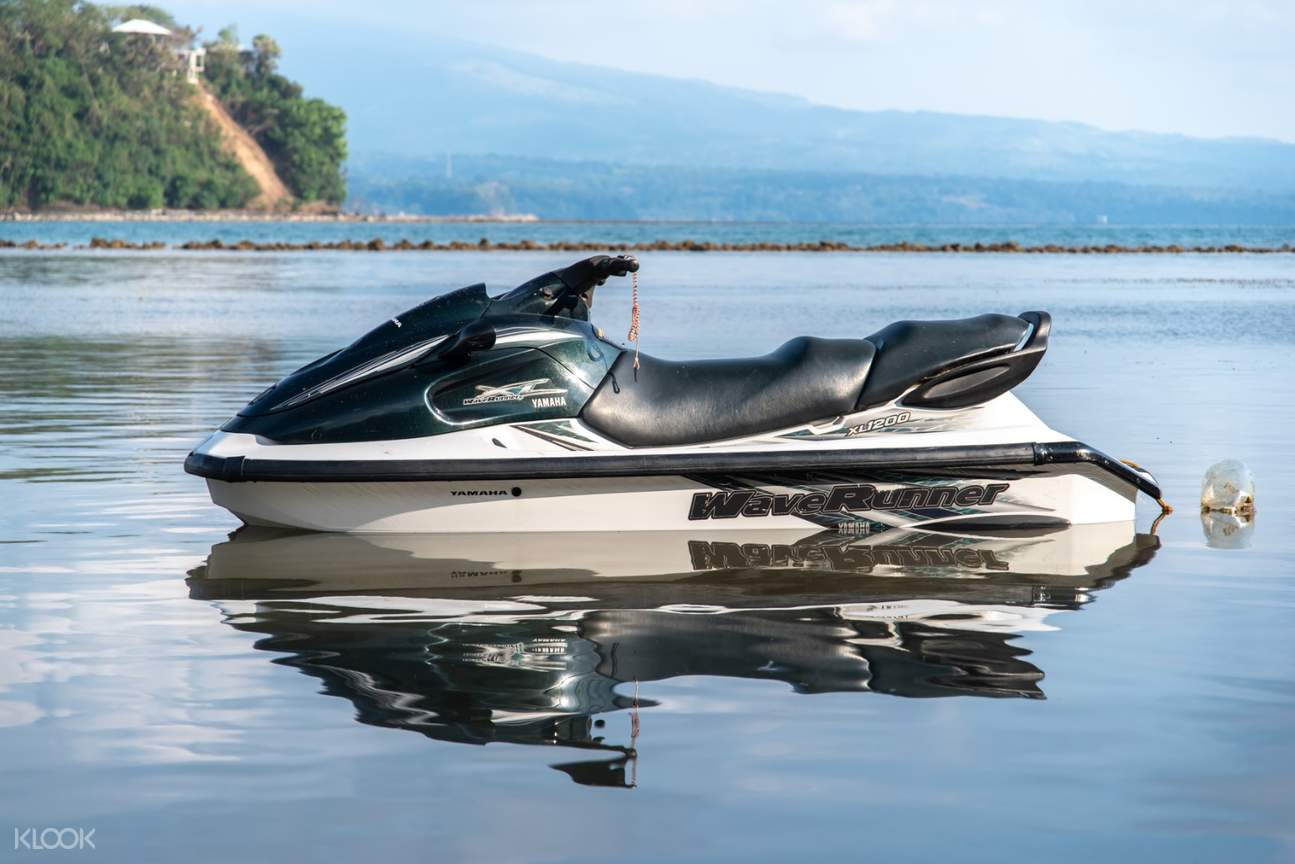 Jet ski on the calm waters of Mactan