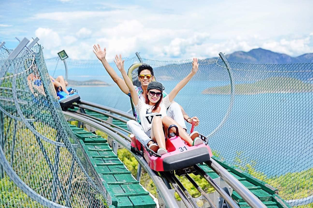 xe trượt tại VinWonders Nha Trang